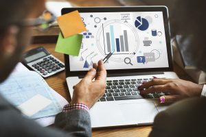 Quelle est la différence entre un CRM marketing et un CRM commercial?